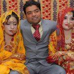 101239PAKISTAN-Azhar-Haidri-e-le-sue-mogli_h_partb